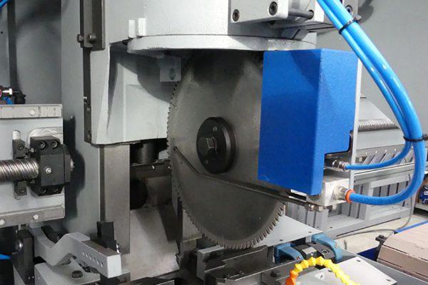 Testa per alluminio